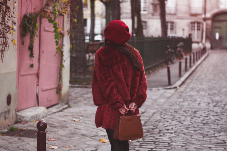 Manteau fausse fourrure rouge grenade Blog Lili Blue Cherry - OOTD - COVER